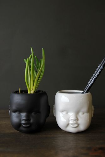 child-ceramic-vase-available-in-black-or-white-35552-p[ekm]334x501[ekm]