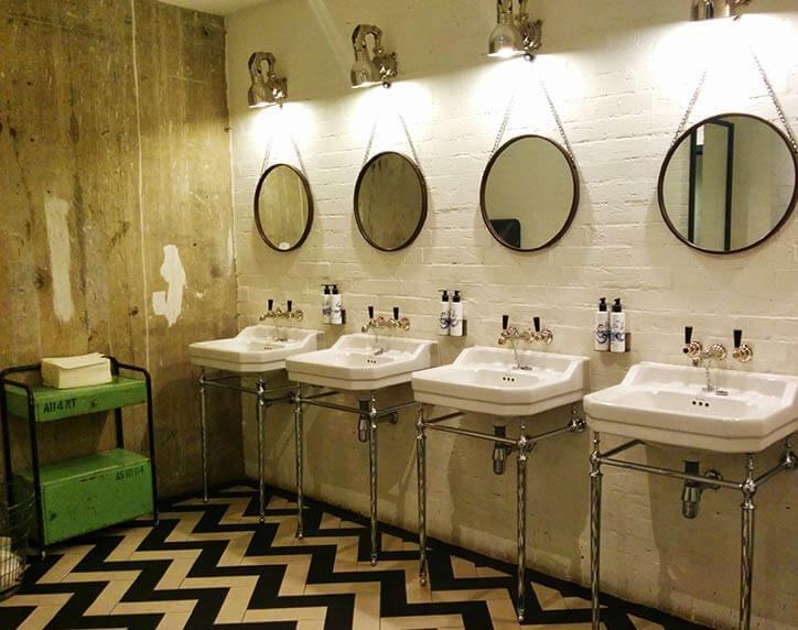 hoxbathroom.jpg