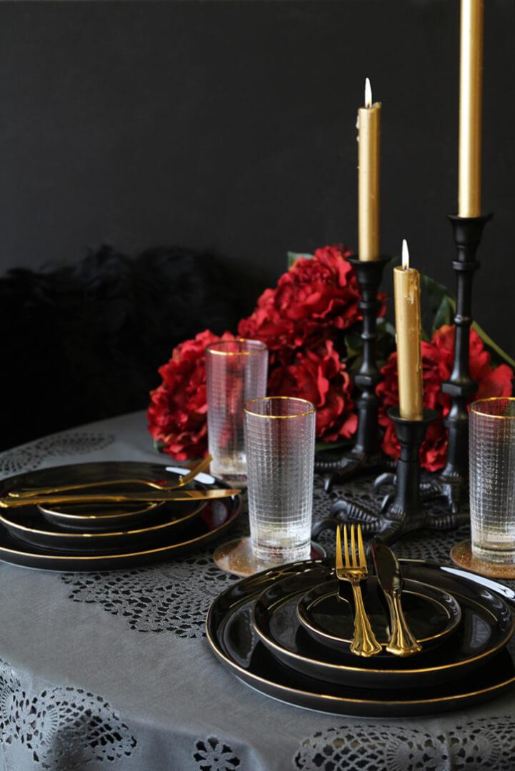 rockettstgeorge_black_red_dark_gothic_wedding_lowres