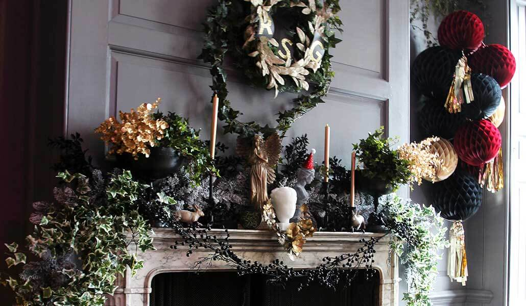how to create a Christmas garland for the fireplace or staircase