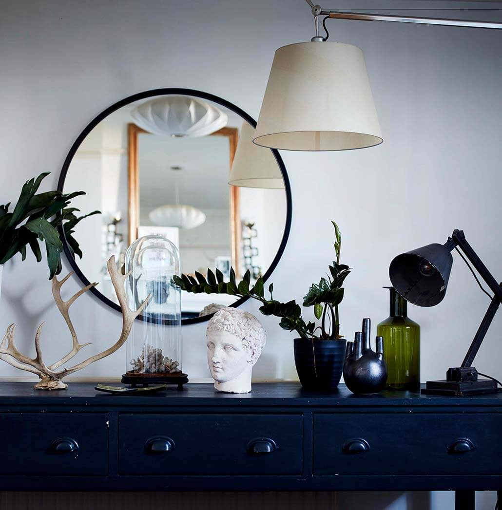 style with mirrors lighting and candles