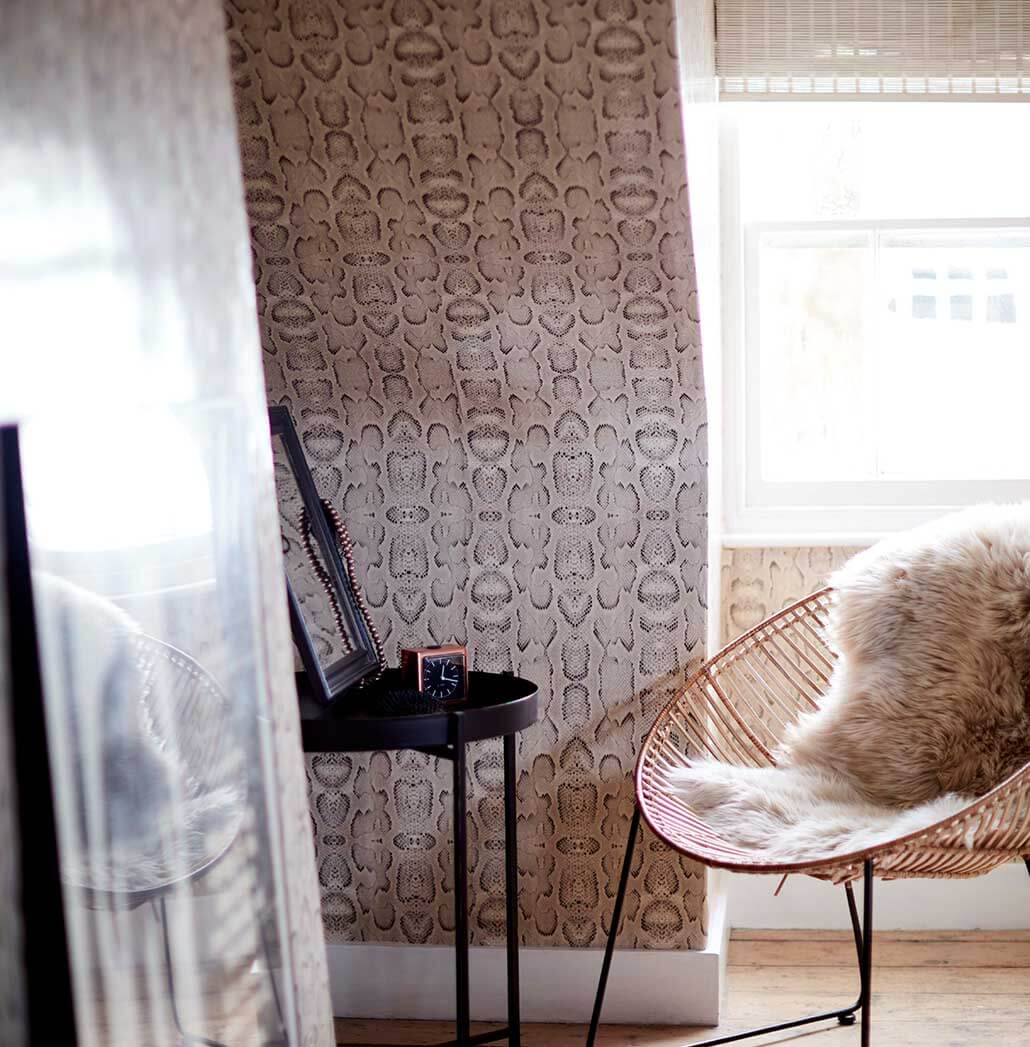 snakeskin wallpaper ideas in the home of Jane Rockett extraordinary interiors