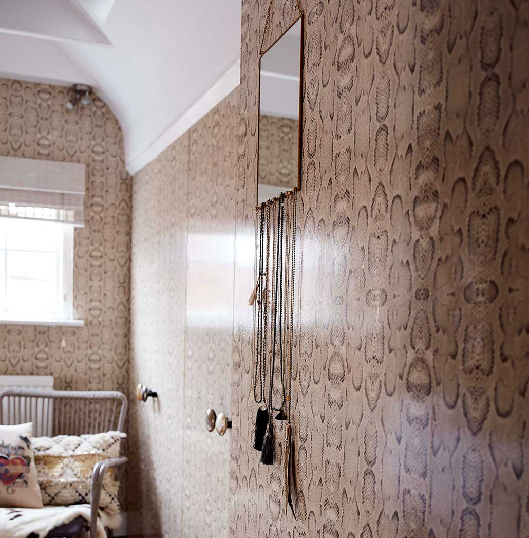 A guide to wallpapering your home